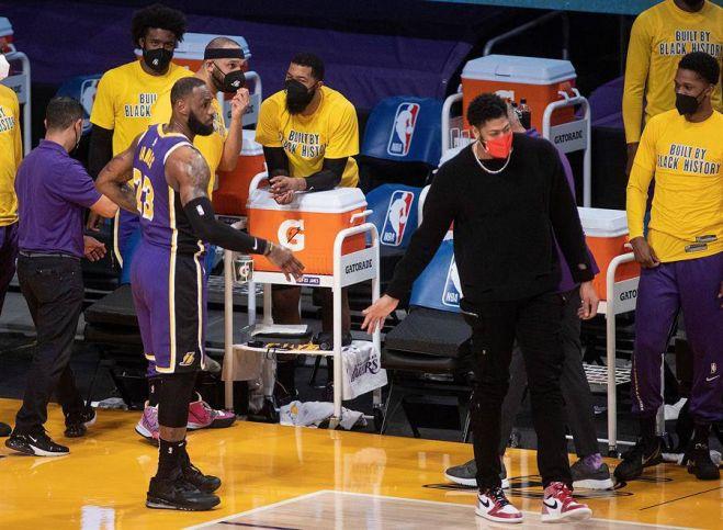 Figura de la NBA aportó con 19 puntos, seis rebotes y cuatro asistencias para la victoria del equipo de Los Angeles por 117-91 sobre los Golden State Warriors